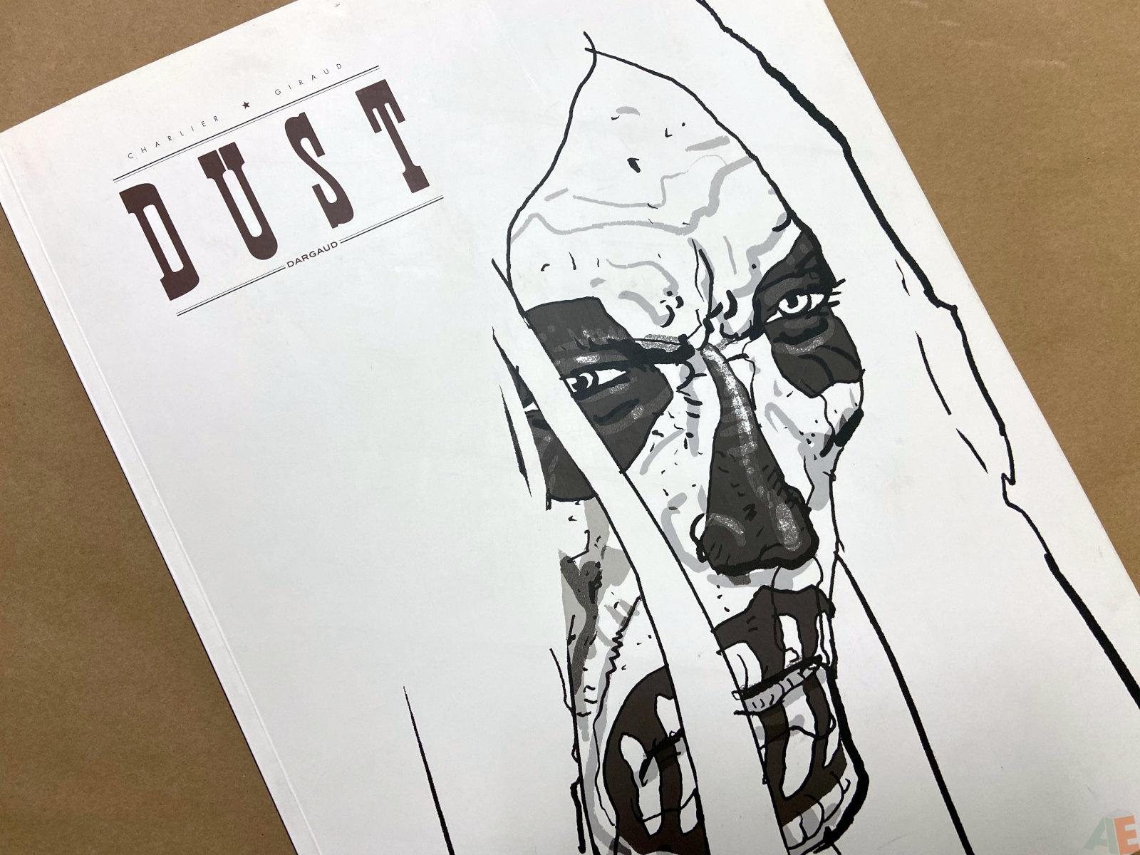 Dust Edition Noir Et Blanc interior 10
